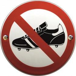 Keine Stollenschuhe verboten