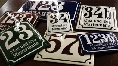 Emaille Hausnummer mit Name Pommern Art gewölbt